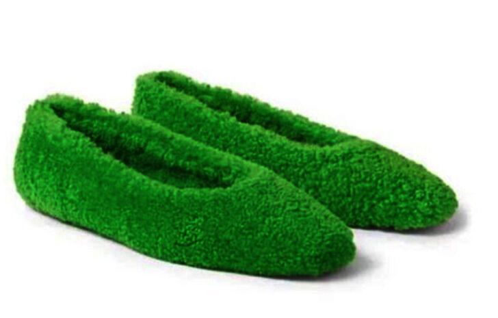 Moda devi Jimmy Choo üretti temizlik bezine benzetildi! Fiyatı ise dudak uçuklatıyor